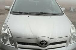 Toyota Corolla Verso 2.2л