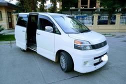 Toyota Voxy 2.0л