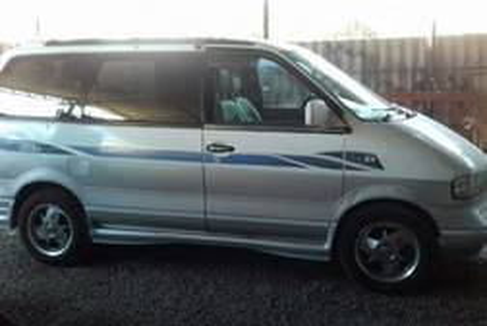 Nissan Largo 2.0л
