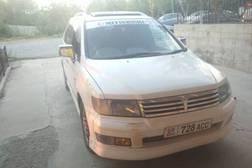 Mitsubishi Chariot 2.3л