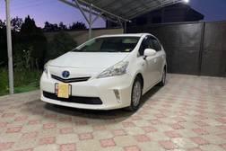 Toyota Prius 1.8л