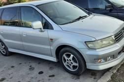 Mitsubishi Chariot 2.4л